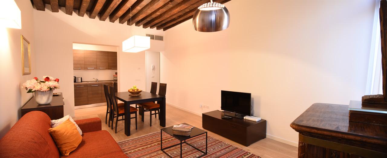 Soggiorno e Angolo cottura Appartamento Grande